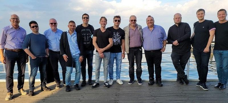 zdjęcie zespołu Yieldnodes przedstawiające ich kluczowe postacie